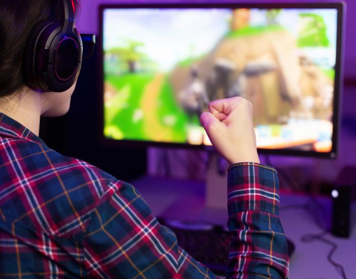 female-gamer-winning-in-online-video-game-RV3GSXW-6
